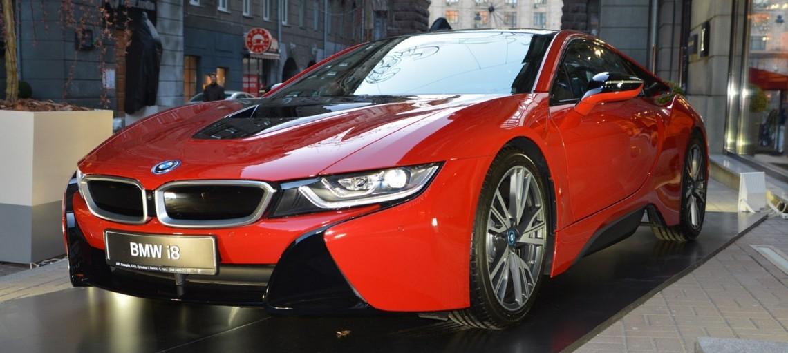Всегда на волне тренда. Новая коллекция Louis Vuitton украсила современные модели BMW.
